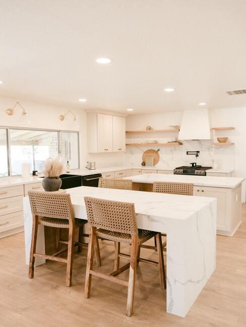 Kuchyňa v svetlých tónoch