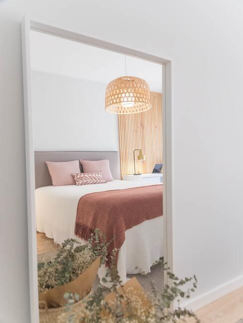 Ako ustlať posteľ: romantický štýl