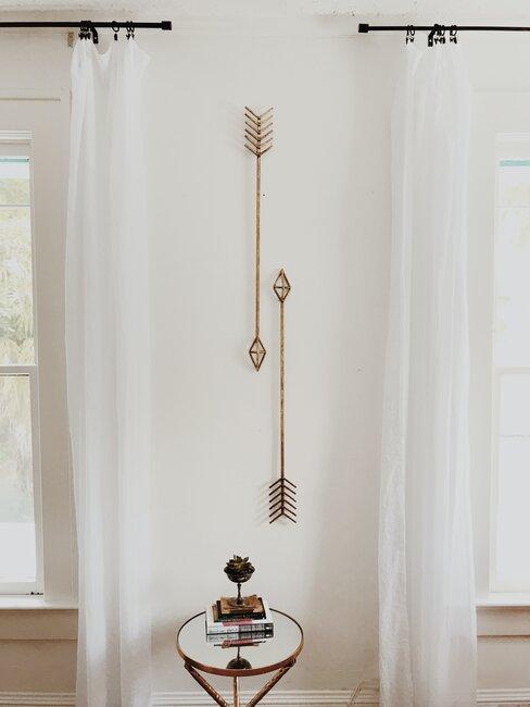 Mosadzná dekorácia v byte