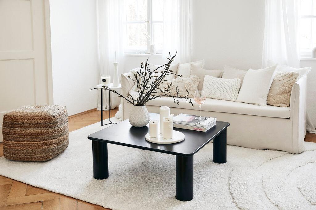 Virtuálne pozadie: čierno-biela obývačka
