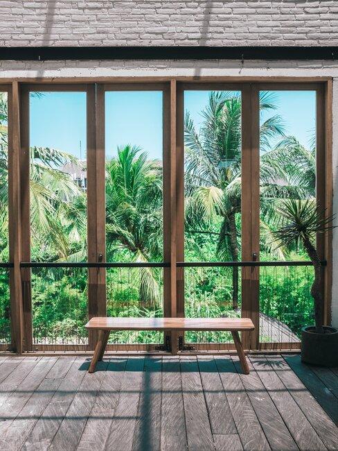 Zasklený balkón v drevenom prevedení