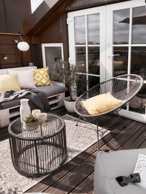 Paletový nábytok v zimnej záhrade