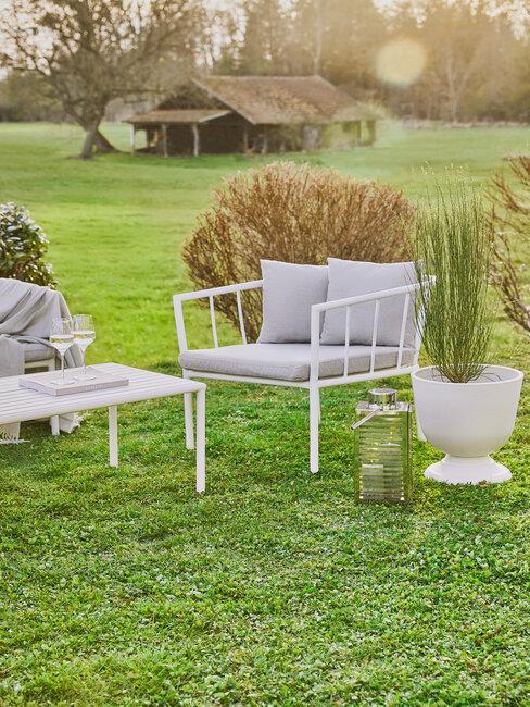 Nábytok v modernej záhrade