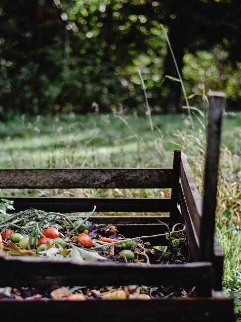 Kompost na záhrade