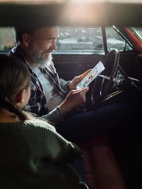 Syn s dcérou v aute