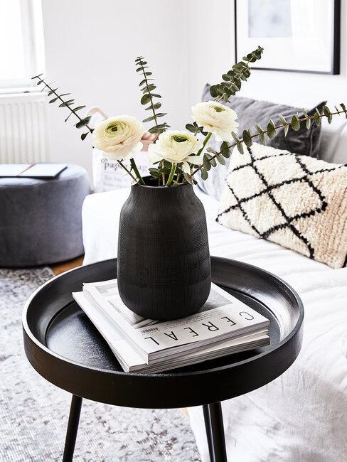 Čierne dekorácie v obývačke