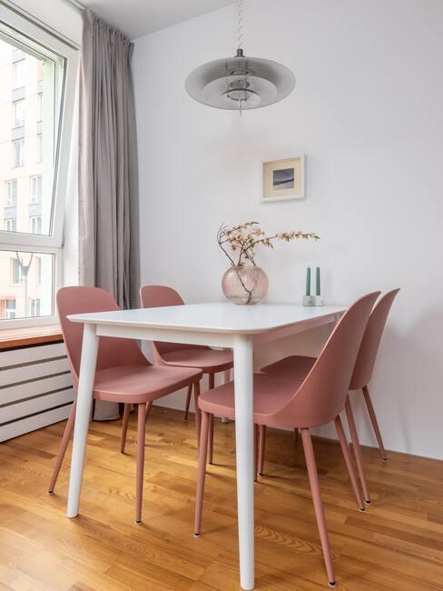 Kuchynské stoličky v pastelovej farbe