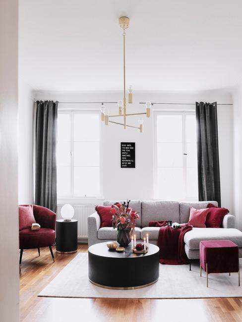 Bordová obývačka