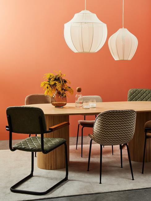Jedáleň v teplých farbách