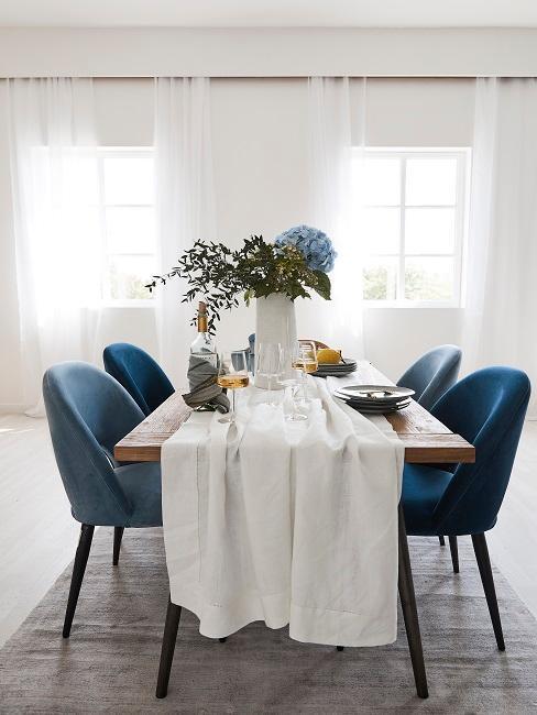 Modrá farba v jedálni
