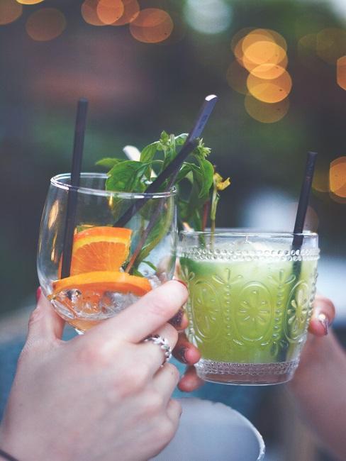 Pripíjanie si drinkami
