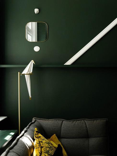 Tmavo-zelená stena v obývačke