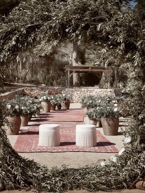 príprava na svadbu v záhrade