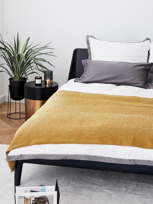 Farba roka v spálni: žltý pléd