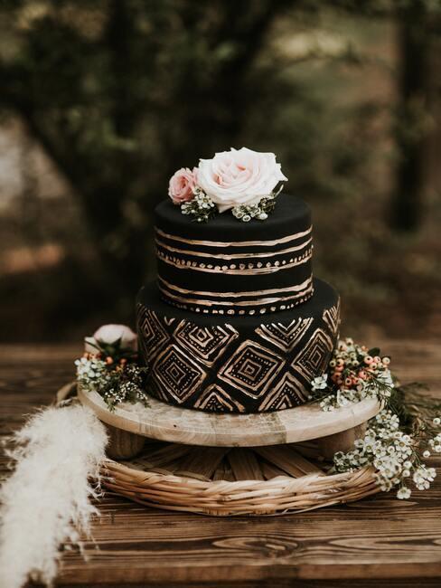 Čierna netradičná svadobná torta