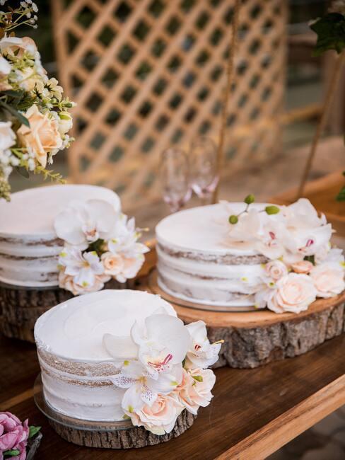 Biele jednoposchodové svadobné torty