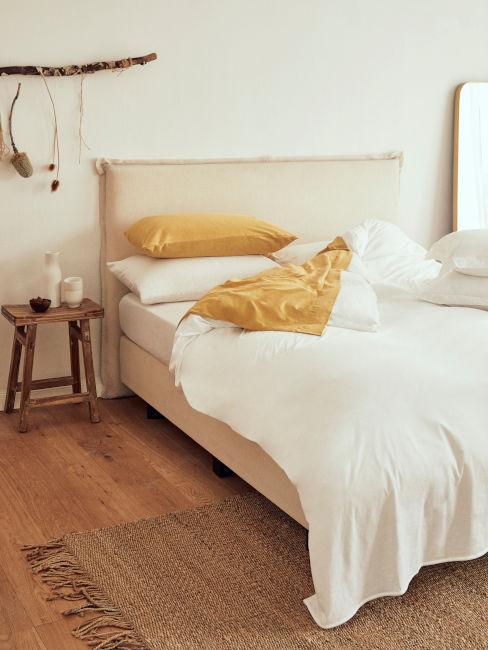 Béžovo-žltá kombinácia v spálni