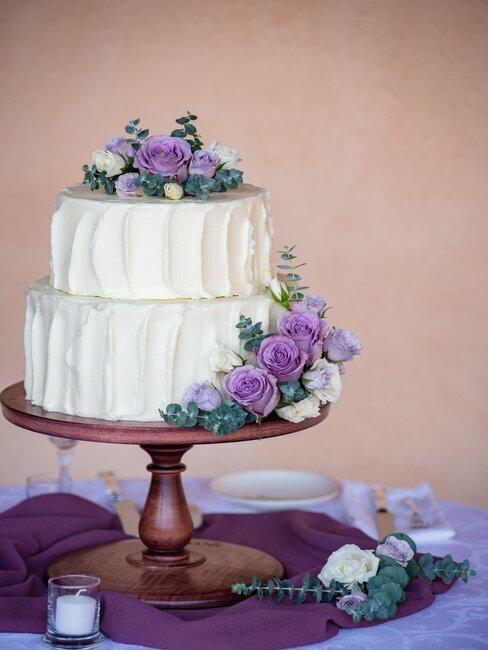 Levanduľová svadobná torta