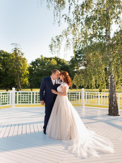 Art Hotel Kaštieľ Tomášov: svadobný pár na altánku