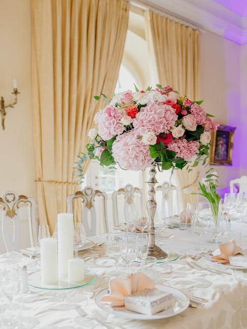 Château Béla: výzdoba svadobného stola