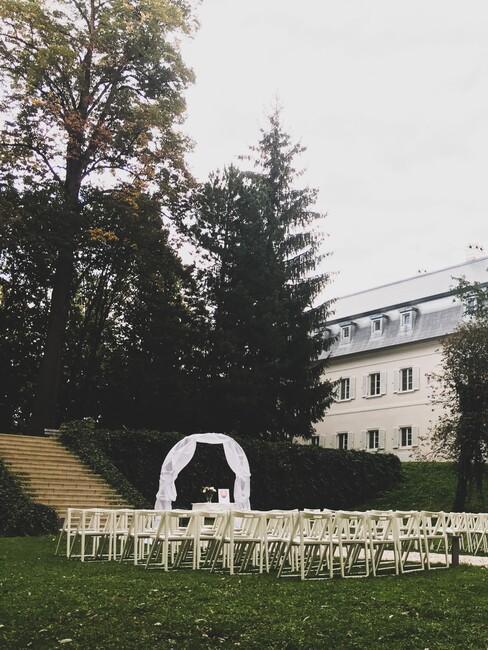 Château Gbeľany: obrad v parku