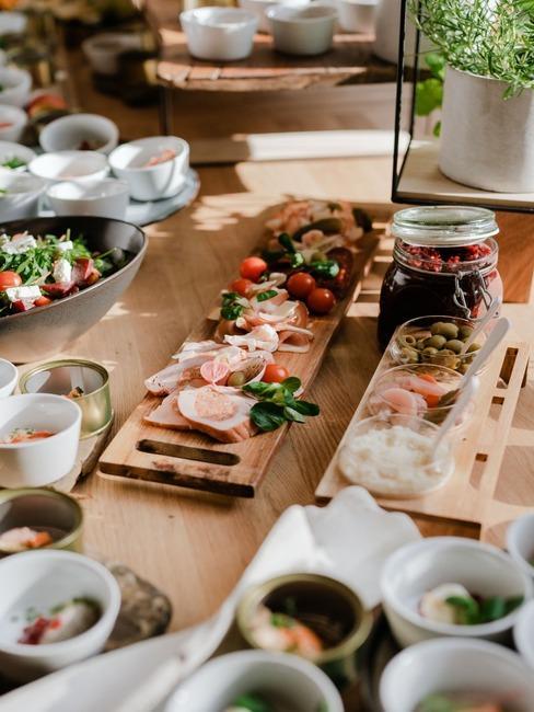 Kursalon Trenčianske Teplice: stôl s občerstvením a jedlom