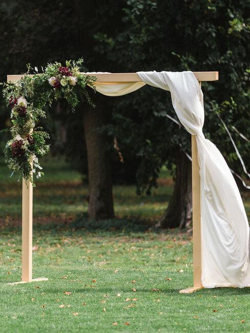 Château Rubáň: svadobná brána na záhrade