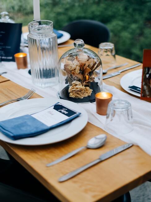 Svadobný stôl v modrej farbe