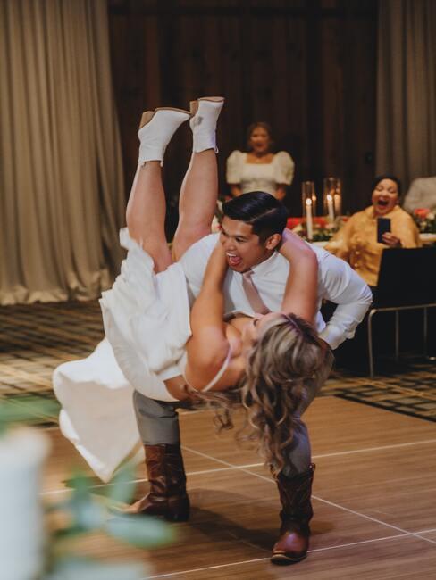 Svadobné hry: tanečný parket