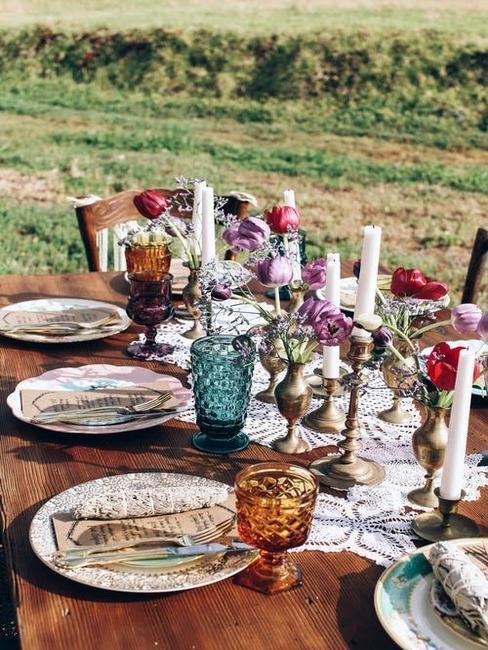 svadobný stôl na dvore