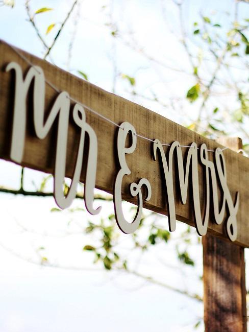 Mr&Mrs nádpis