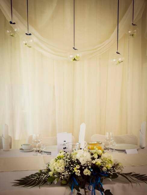 biele svadobné aranžovanie