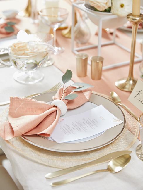 Svadobný stôl: menu a menovky