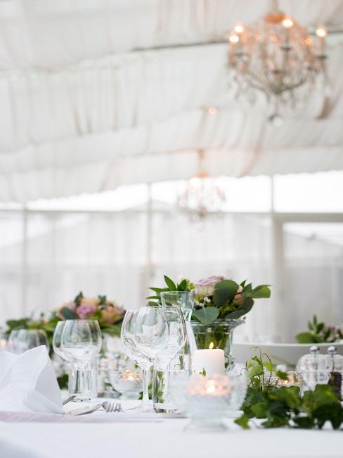 Dekorácia na svadobnom stole