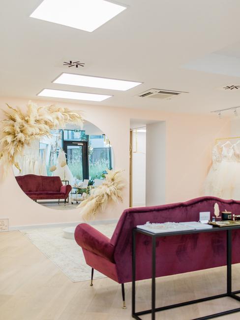 Wedding Avenue: zrkadlo s pampovými trávami