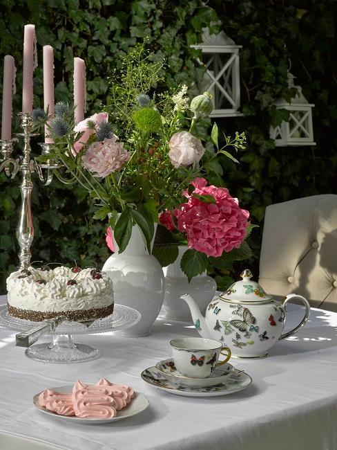 Vintage svadobný stôl a dekorácia