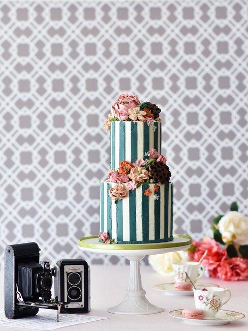 Svadobná torta vo vintage štýle