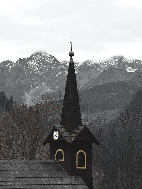 Kostolík v horách