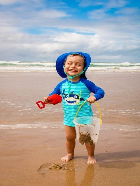 dieťa na pláži