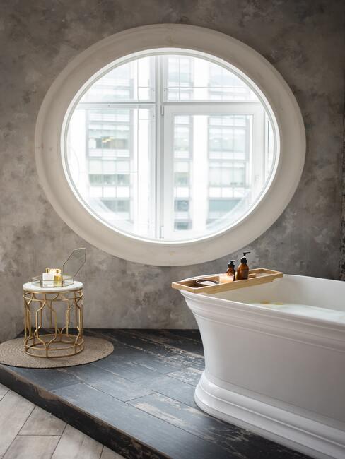 Moderná kúpeľňa snov s vaňou
