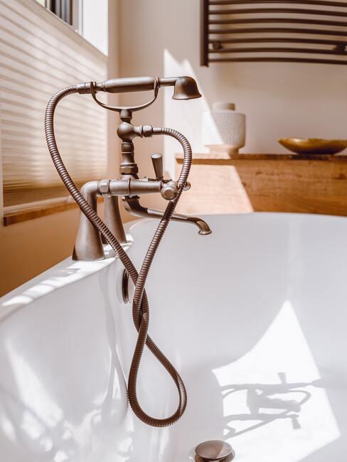 Škandinávska kúpeľňa s drevom