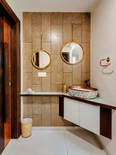 kúpeľňa v odtieňoch hnedej