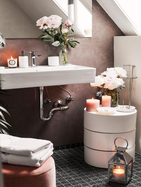 kúpeľňa s kvetmi