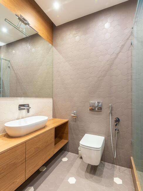 Stropné bodové osvetlenie kúpeľne