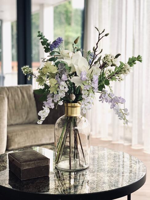 Naaranžovaná kytica kvetov