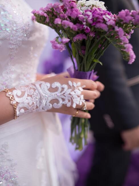 Svadobná kytica z fialových kvetov