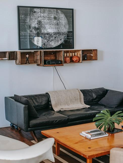 Kožená pohovka a kreslo v obývačke
