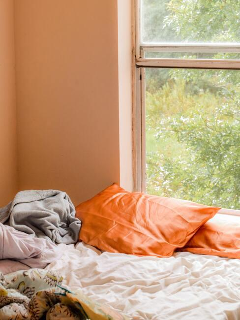 Satén v oranžovej farbe