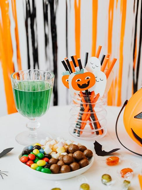 papierové ozdoby na slamky s Halloween motívom