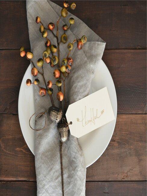 Jesenná dekorácia z papiera na stôl